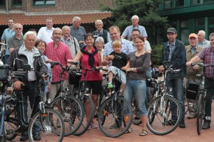 Bürgermeisterkandidaton Roswitha Bannert-Schlabes führte die Radfahrer-Gruppe an.