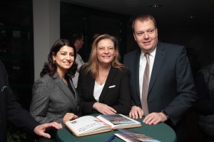 CDU-Vorsitzender Norbert Neß begrüßt Neda Khatonabadi und Sabine Weiss MdB.
