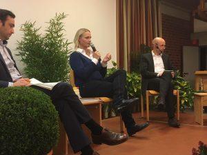 Charlotte Quik im Gespräch mit Thomas Wingerath (rechts). Der CDU-Landtagsabgeordnete Hendrik Schmitz nahm ebenfalls an der Talkrunde teil.